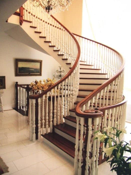 Scale a giorno in stile classico per alberghi eleganti - Immagini di scale ...