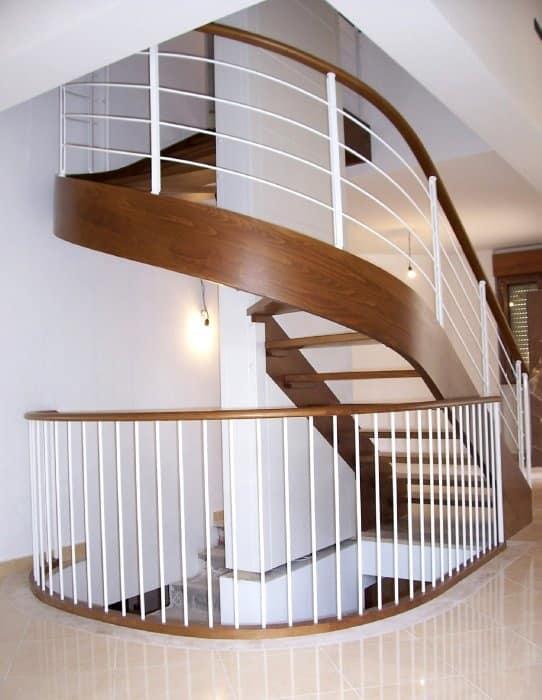 Scale in ferro e legno in stile classico idfdesign - Immagini di scale ...