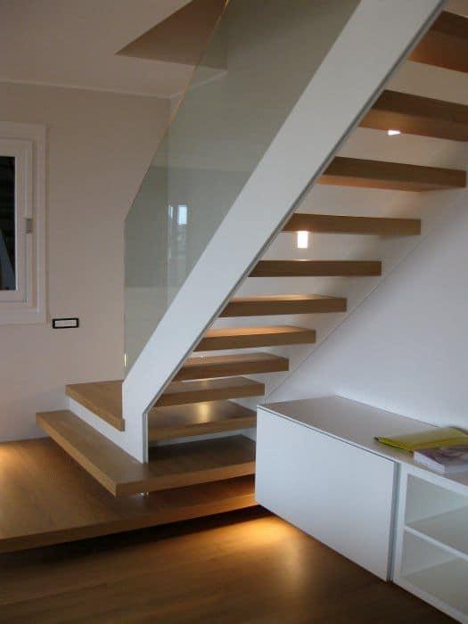 Scala a giorno in legno intagli e decorazioni realizzate - Immagini di scale ...