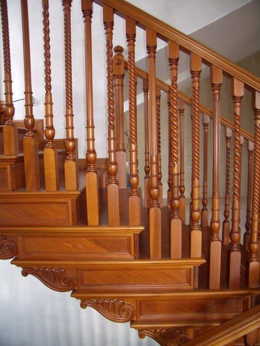Scala a giorno in legno, intagli e decorazioni realizzate a mano ...