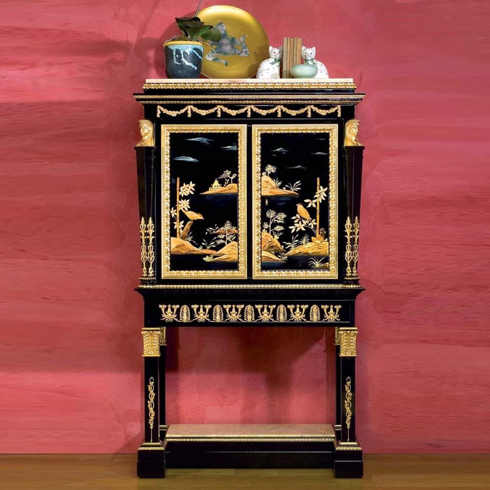 Art. 2098 Chinoiserie Luigi XV, Mobiletto chinoiseire, a due ante, decorato artigianalmente