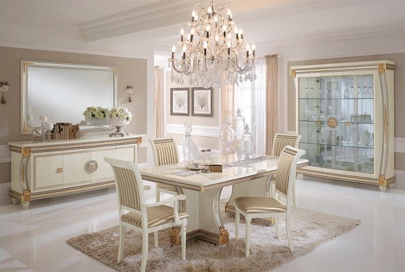 Credenza lussuosa in stile classico, in legno decorato ...