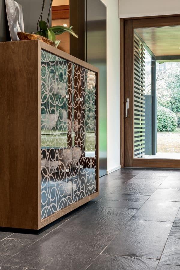 Madia con struttura in legno porte in cristallo for Angelo case mobili