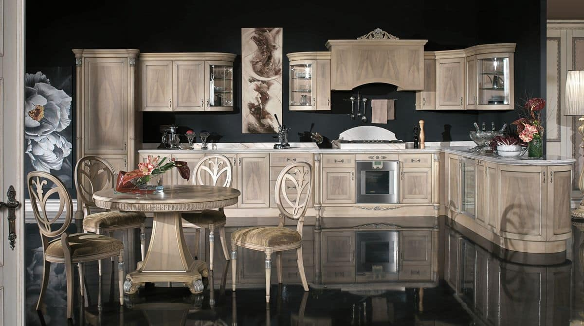 Cucina coll. Venezia in Piuma di Noce, Cucina classica in legno impiallacciato in diverse finiture