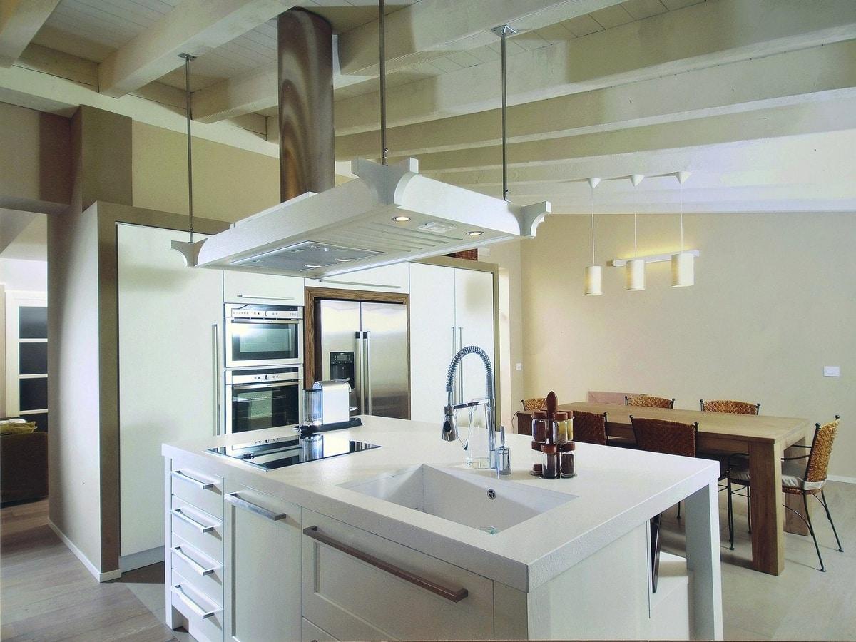 Cucina con isola e cappa decorativa   IDFdesign