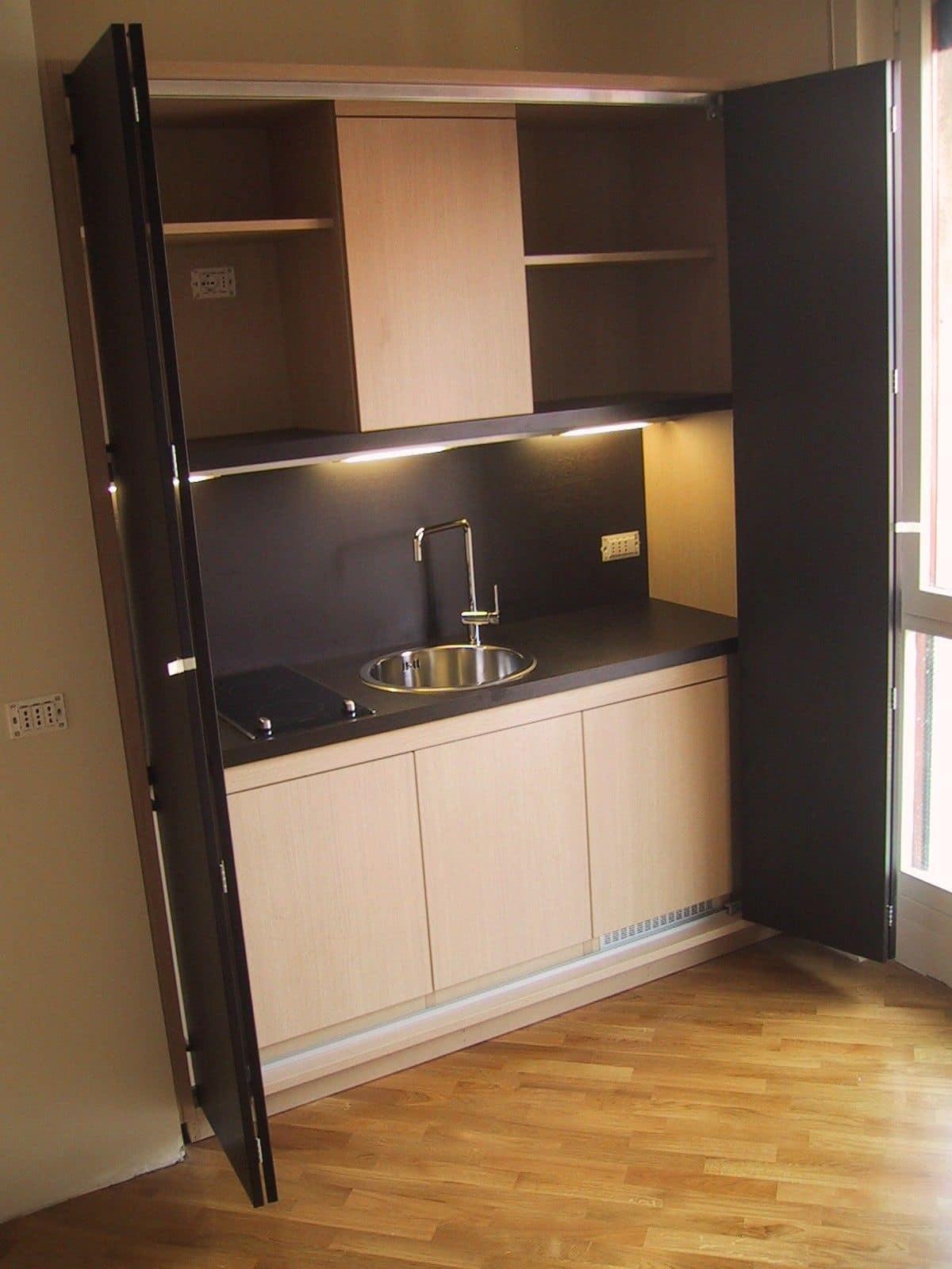 Cucina a scomparsa per piccoli ambienti funzionale su - Cucine in linea moderne ...