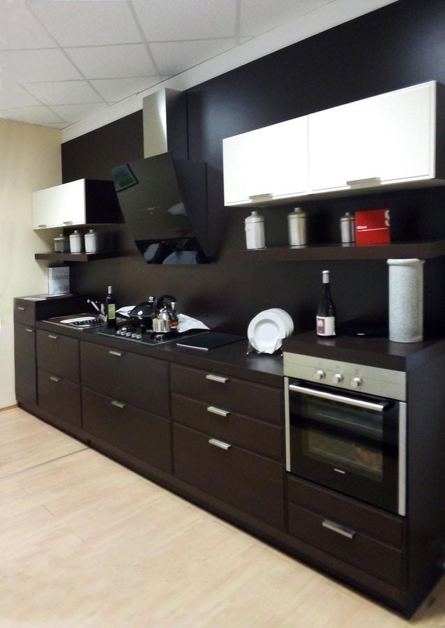 Cucina lineare in legno, con elettrodomestici | IDFdesign