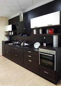 Glam cucina, Cucina lineare in legno, con elettrodomestici