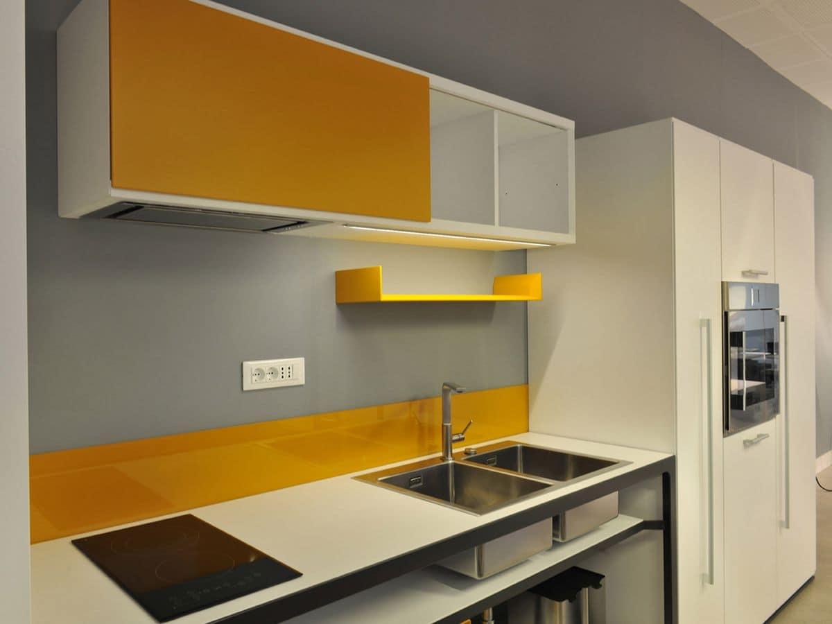 Cucina moderna in legno ideale per ambienti di lavoro e case idfdesign - Cucine in linea ...