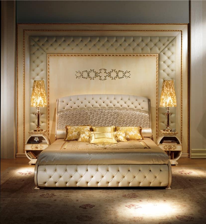 Bioserie classiche di lusso capitonn decori in rilievo for Case classiche di lusso