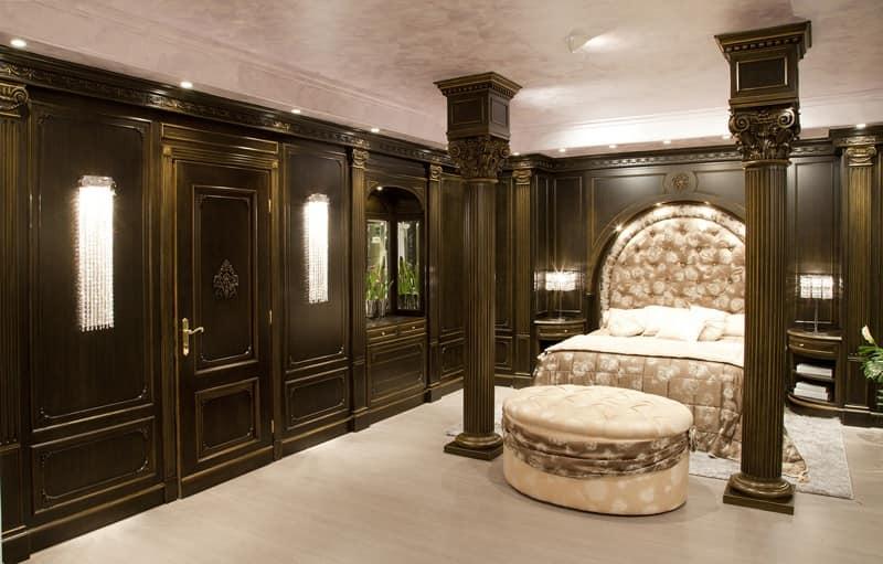 Boiserie in legno patinato, per camere da letto di lusso | IDFdesign