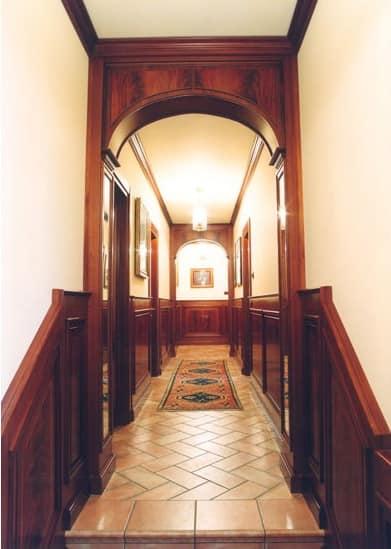 passatoie per corridoi classici : Boiserie corridoio, Boiserie in mogano per corridoi, stile classico