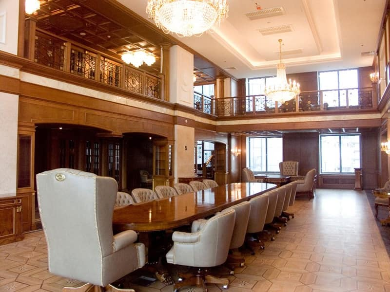 boiserie classica di lusso con archi a volta, per uffici | idfdesign - Soggiorno Classico Di Lusso 2