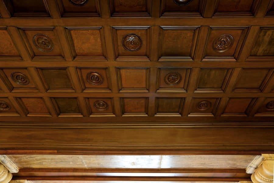 Controsoffitto classico in legno ideal per hotel di lusso for Controsoffitto in legno