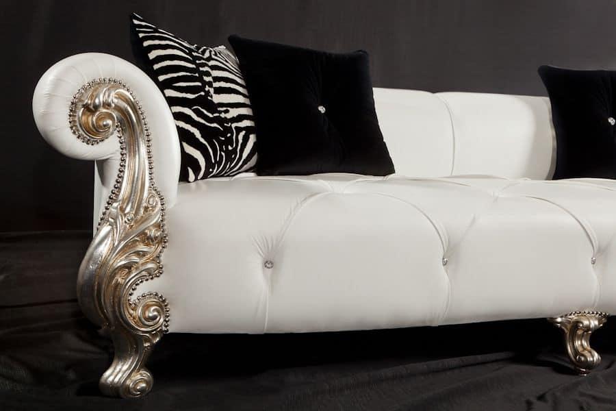 divano con braccioli con finitura foglia oro stile. Black Bedroom Furniture Sets. Home Design Ideas