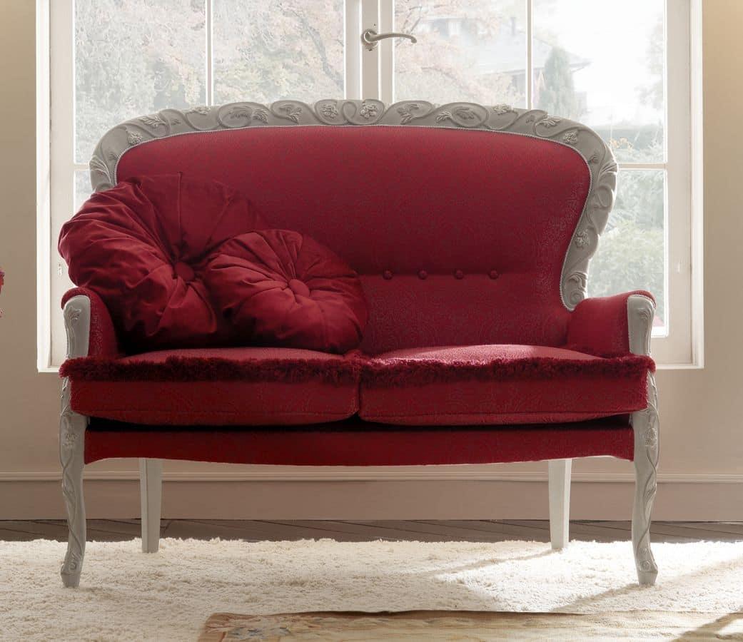 Belvedere 300 divanetto, Elegante divanetto intagliata a mano, rivestito con preziosi tessuti