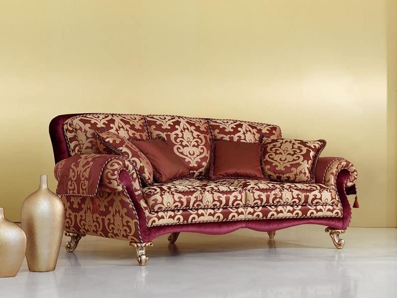 Divano in stile classico piedini intagliati a mano for Tappezzeria per divani