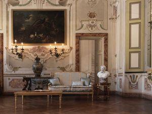 Creola divano, Divano intagliato, dallo stile lussuoso