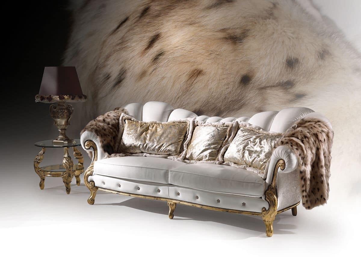 Divano con finiture foglia oro stile classico di lusso - Divano classico lusso ...