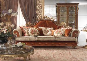 Esimia divano, Divano con decorazioni eseguite artigianalmente