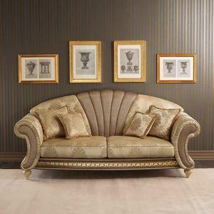 Fantasia divano, Divano in stile neoclassico, con ventaglio centrale