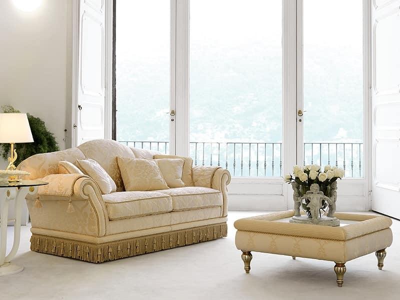 Divano classico di lusso per eleganti salotti idfdesign for Divani classici in stile