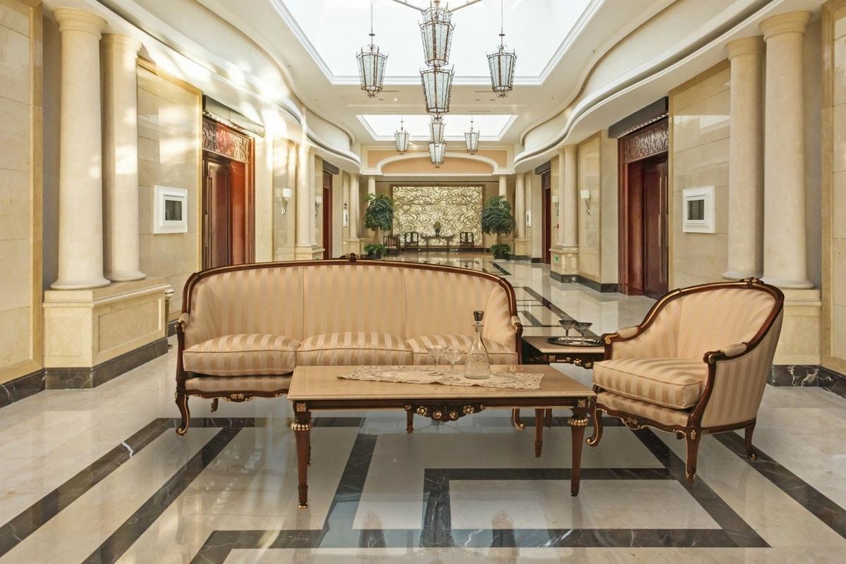 Divano classico lusso idee per il design della casa for Caratteristiche di design della casa