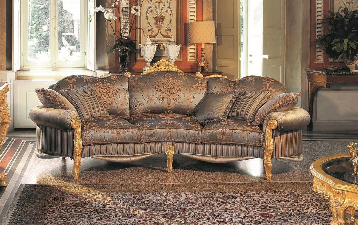 Elegante divano a tre posti intagliato a mano dalla carica evocativa impareggiabile idfdesign - Divano tre posti ...