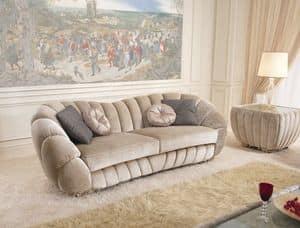 Pearl, Lussuoso divano con piedini intagliati