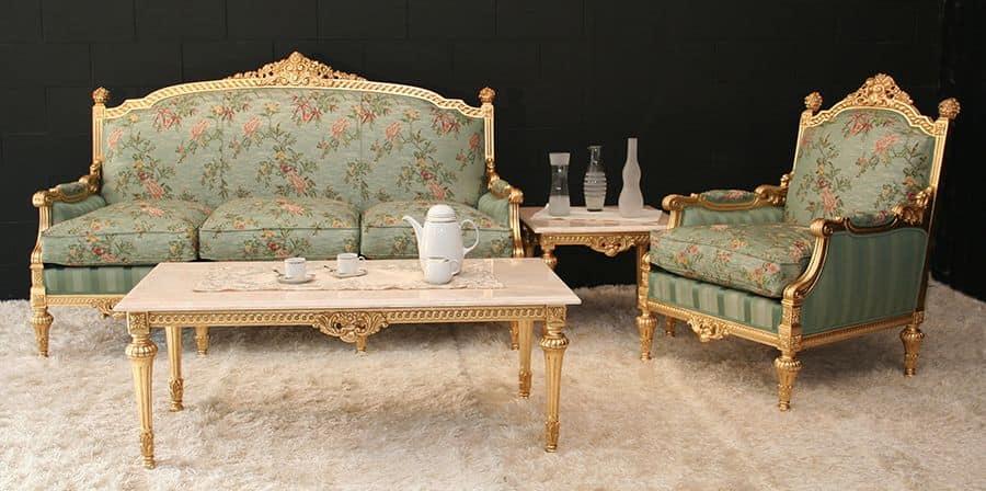 Salotto classico con finitura in foglia oro idfdesign - Divani in stile barocco ...