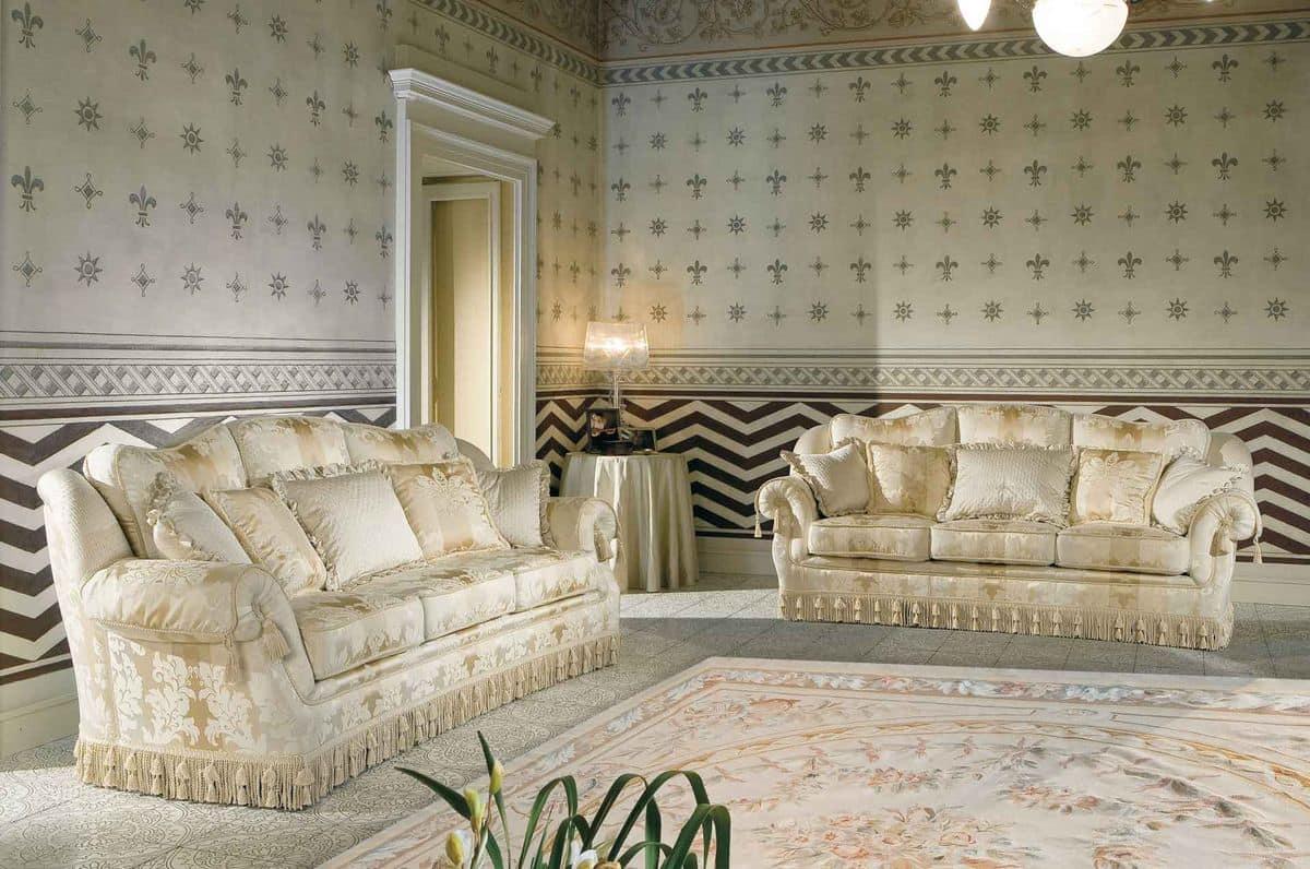 Divano classico di lusso per salotto raffinato idfdesign for Divani di lusso prezzi