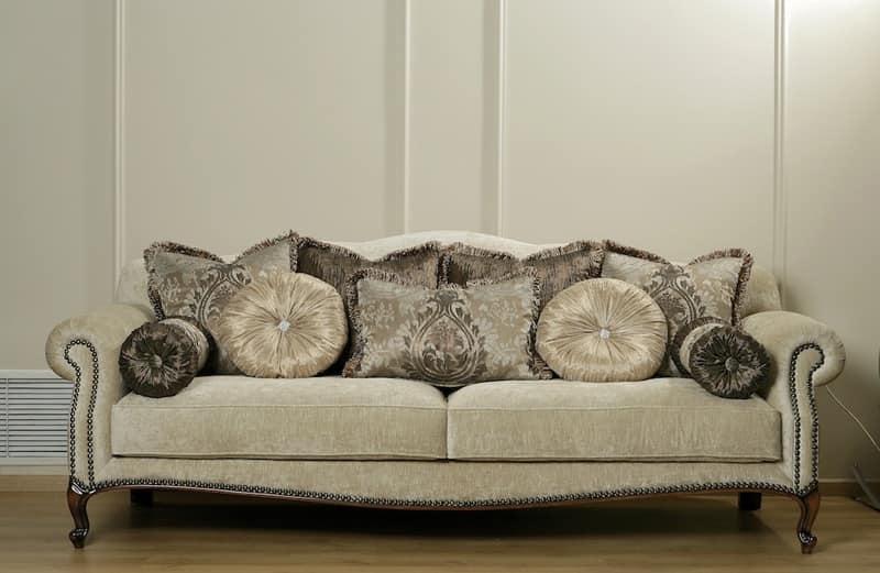 Divani stile provenzale idee per il design della casa for Divani classici in stile