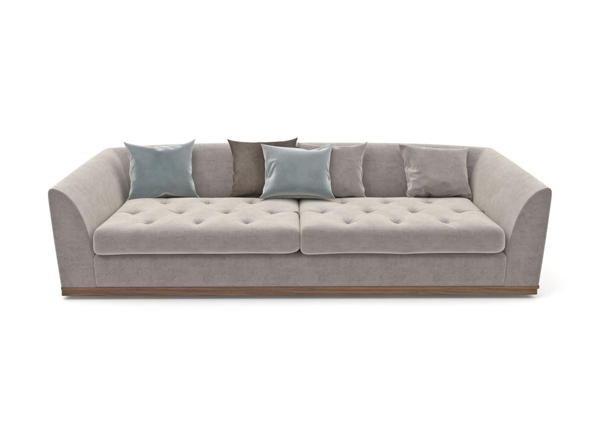 Renaissance divano, Divano imbottito capitonnè con zoccolo in legno