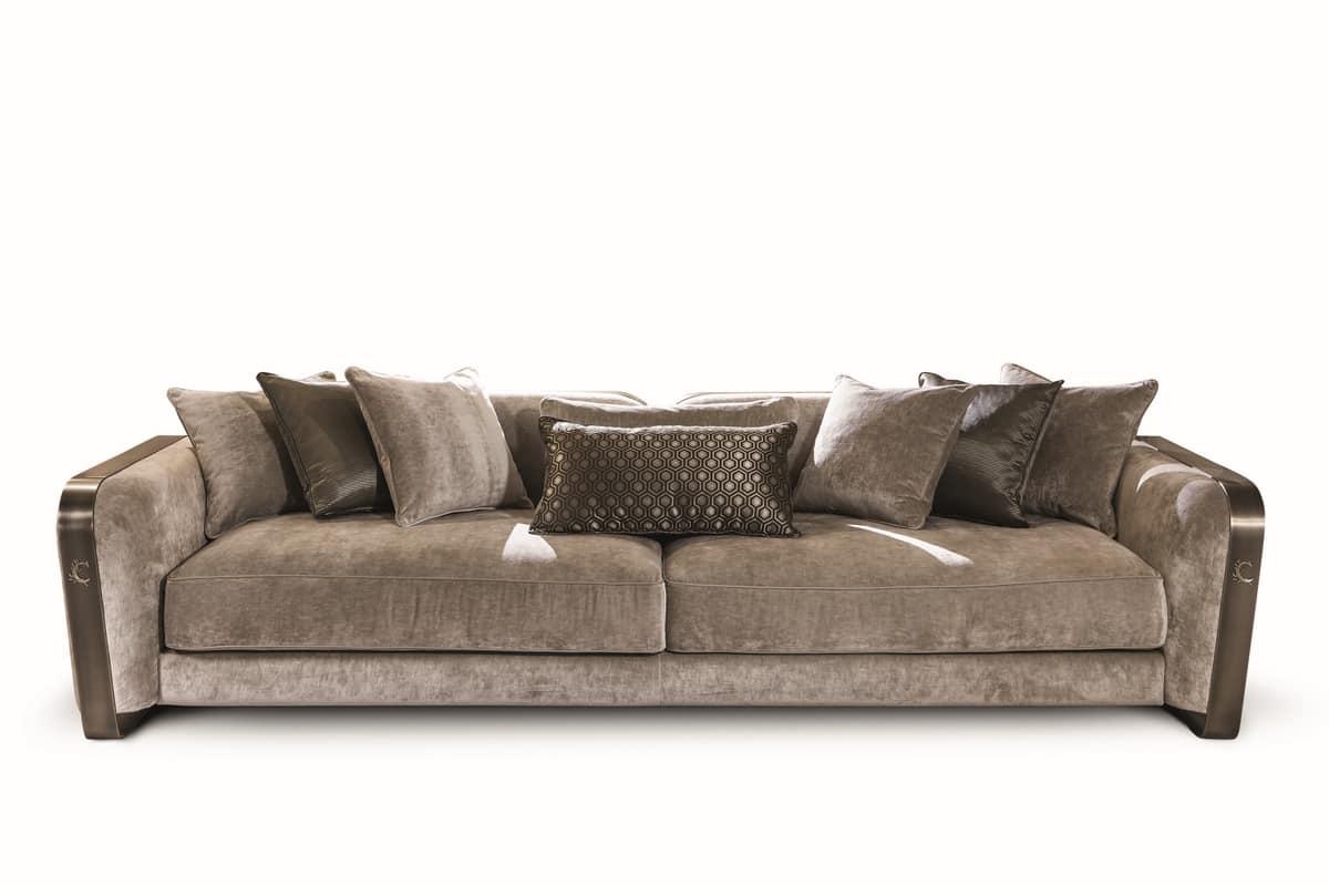 Divano in velluto e pelle dal design elegante idfdesign for Divani velluto moderno