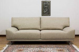 Ginger, Originalissimo divano con braccioli bassi integrati nella seduta