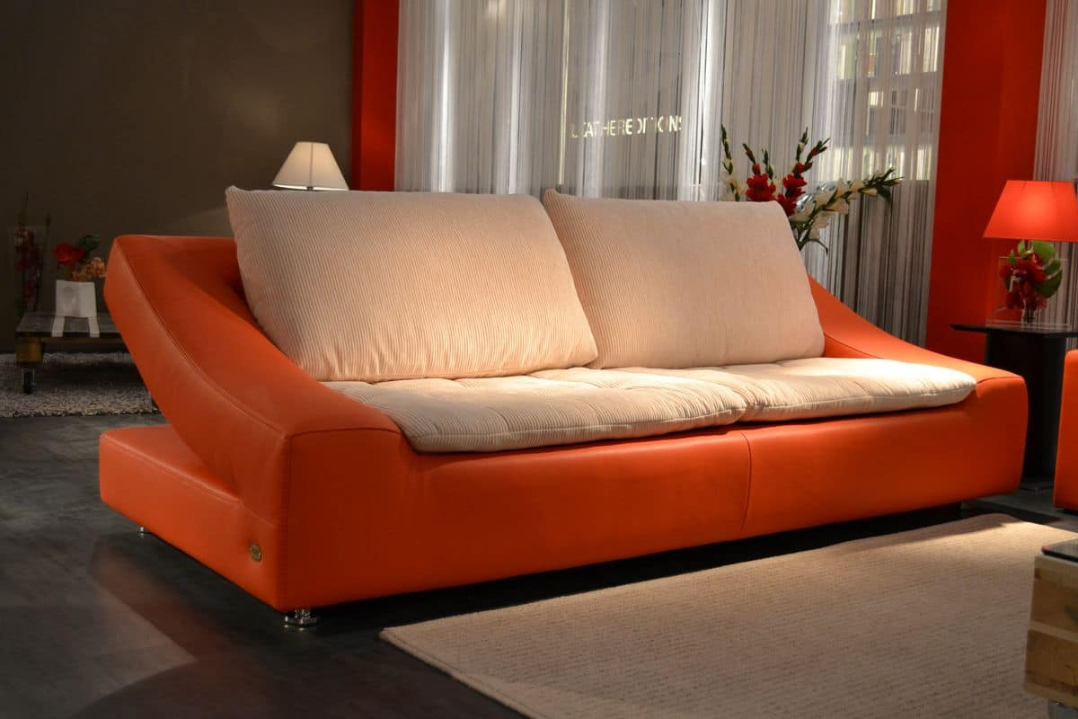 divano fatto a mano dalla forma originale in vera pelle