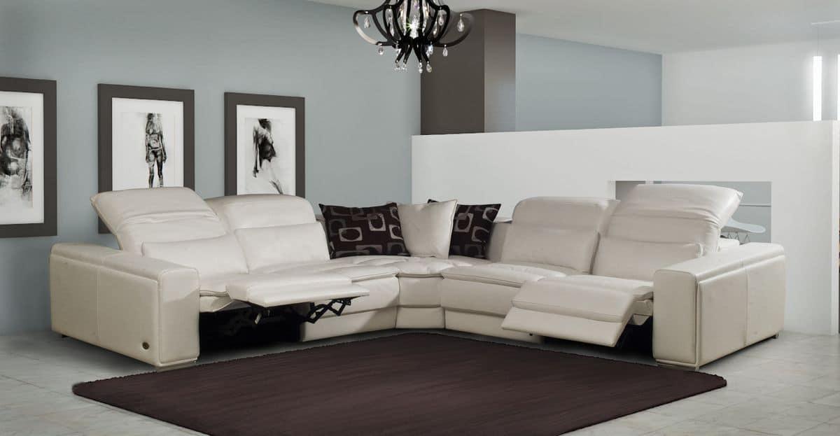 Divano con chaise longue schienale reclinabile idfdesign for Divani moderni con chaise longue