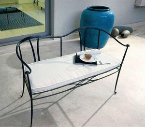 Franklin, Divanetto in ferro con cuscino sulla seduta, per esterni