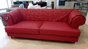 Gaia divano, Divano in pelle rossa