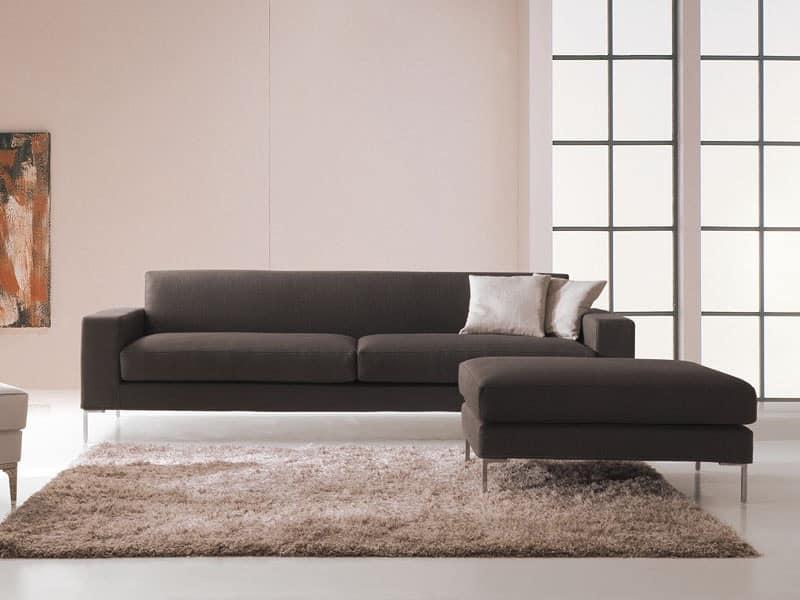Divano dalle forme pulite design moderno for Divani poltrone sofa moderni