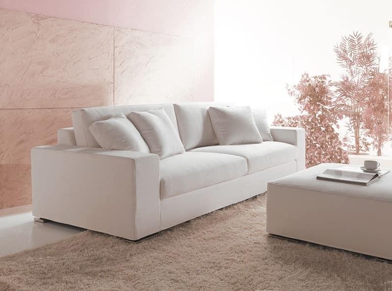 Divano dal design semplice con schienale alto per la - Pouf per divano ...