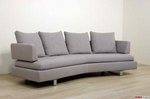 Venere, Un divano con schienale curvo completamente sfoderabile