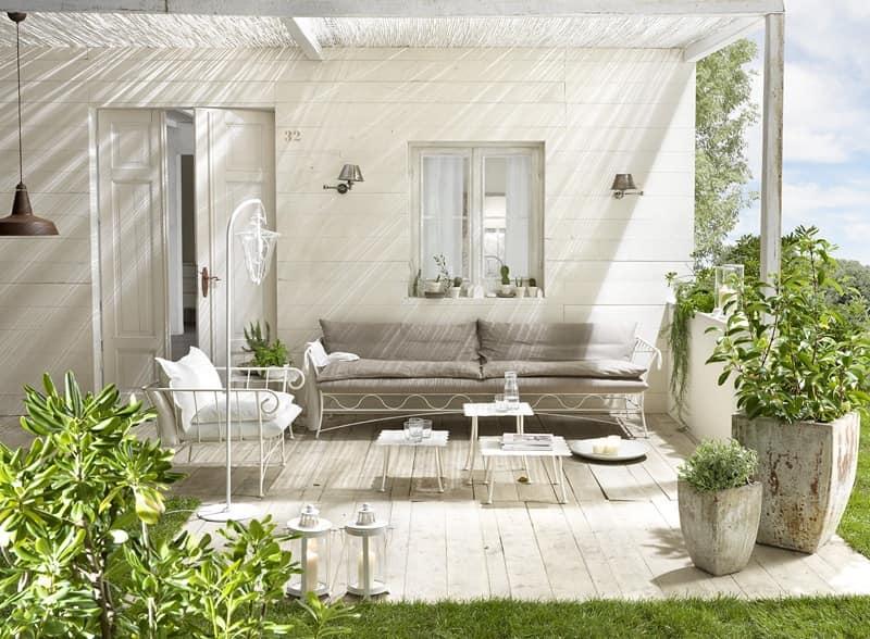 Divano per esterno base in metallo rivestimento in lino for Divanetti per giardino economici