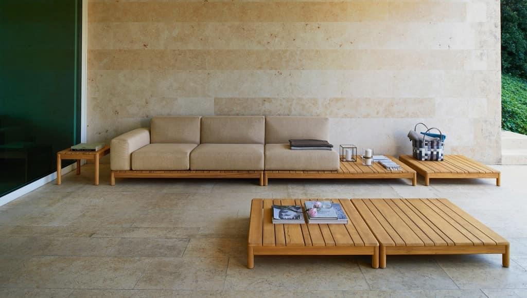 Divano componibile in legno massello con elementi for Divano esterno legno
