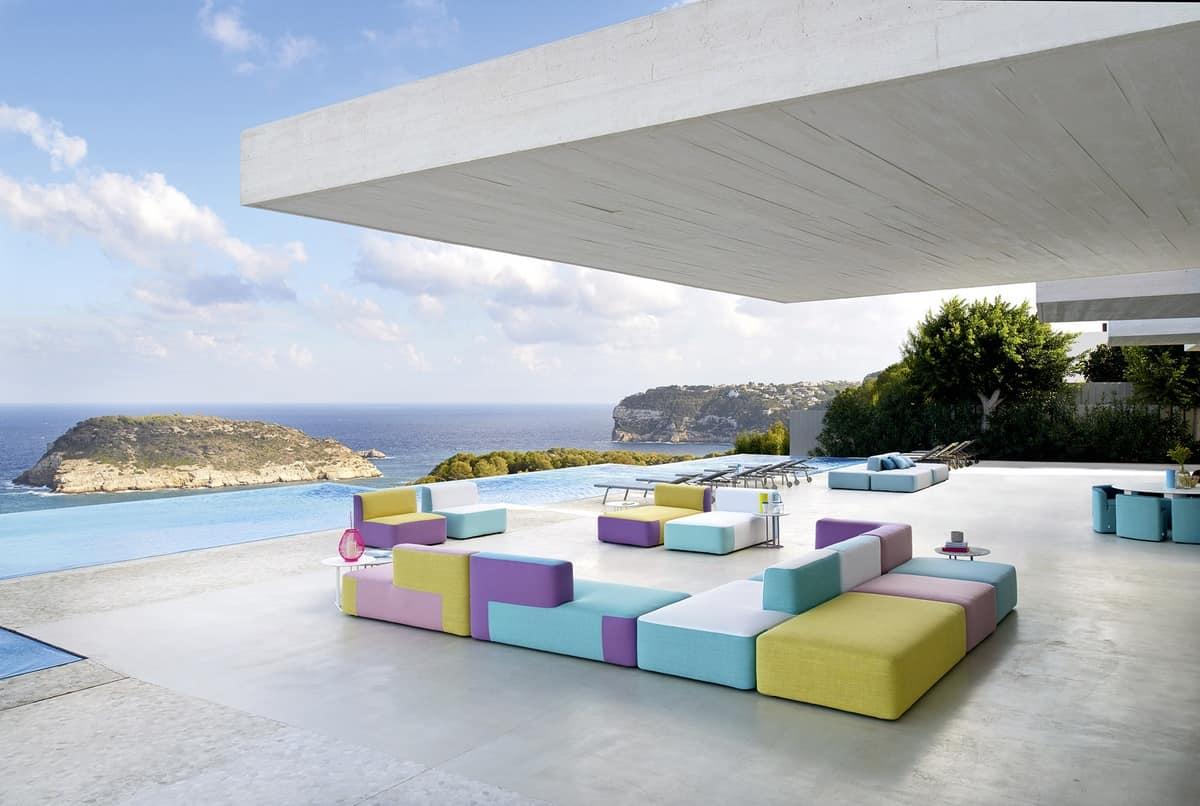 Divano modulare imbottito in legno okum per esterno for Divano per terrazzo