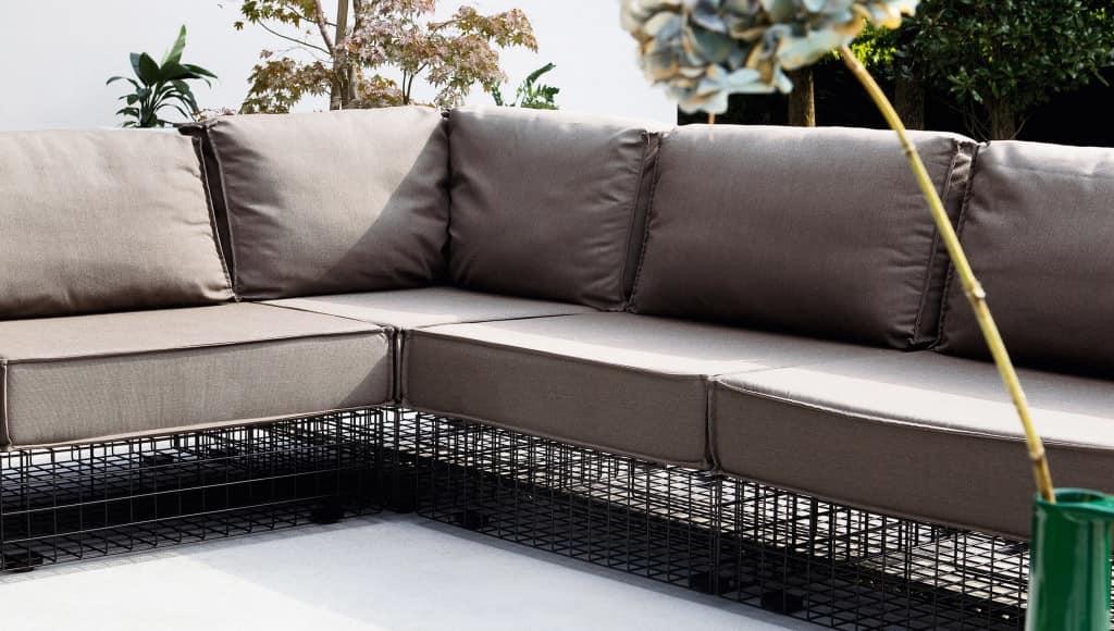 Divano modulare per esterni in acciaio verniciato for Divanetti per esterno