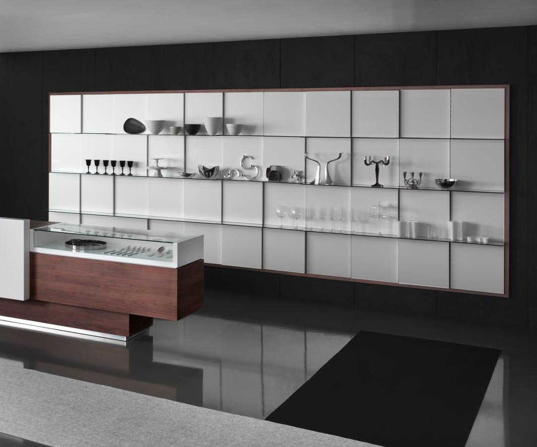 Espositore da parete con ripiani in vetro idfdesign for Negozi di design