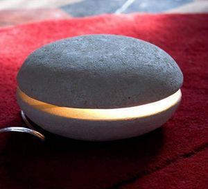 Big Mac, Piccola lampada da tavolo, realizzata in pietra