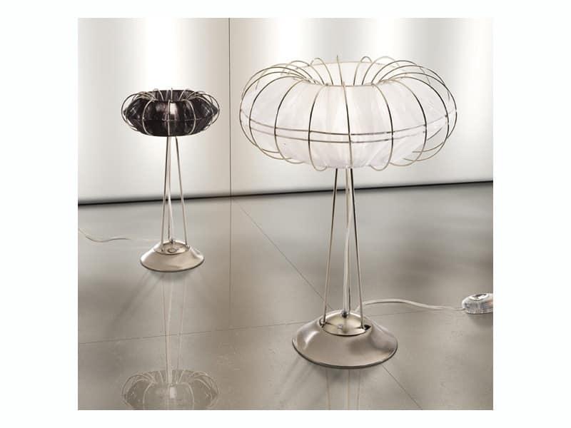 Lampada da tavolo dalle linee essenziali e minimaliste for Immagini minimaliste
