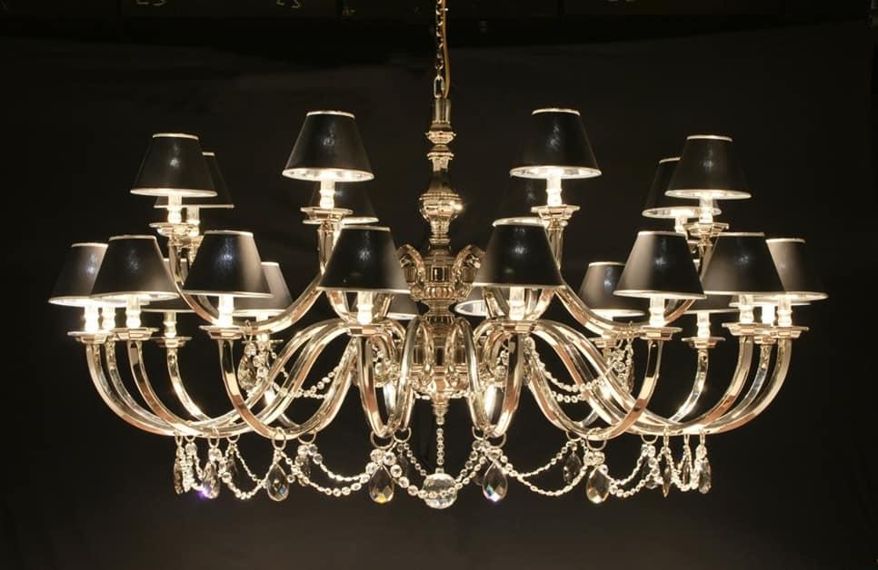 Lampadario a luci con pendenti in cristallo idfdesign